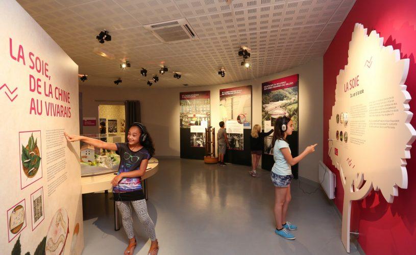 Exposition permanente espace de la soie aux textiles modernes